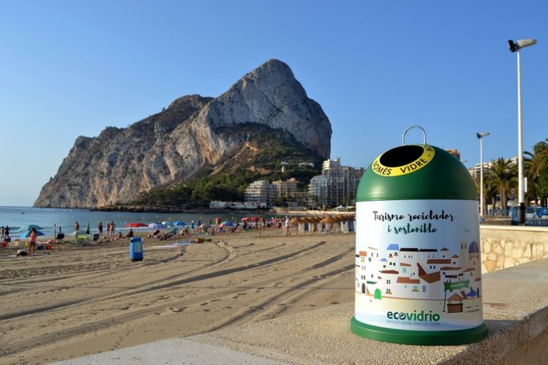 <span style='color:#780948'>ARCHIVED</span> - Calpe flies the flag for recycling on the Costa Blanca