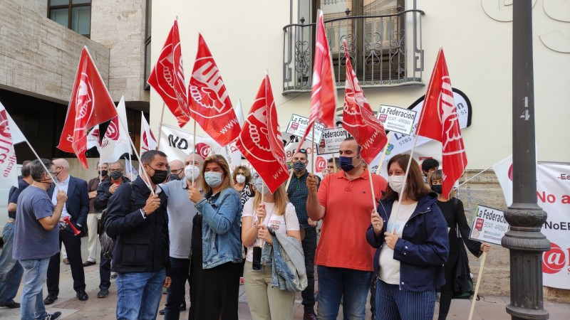 <span style='color:#780948'>ARCHIVED</span> - Mass protest in Murcia against Sabadell redundancy scheme