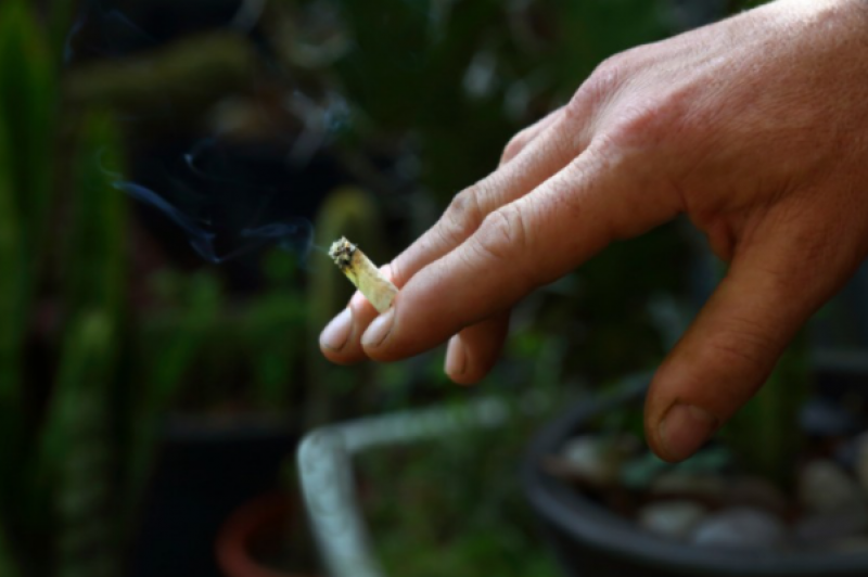 Spain considers permanently banning smoking on terraces