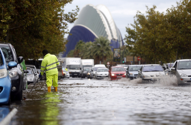 Extreme weather conditions leave trail of damage across Valencia Region