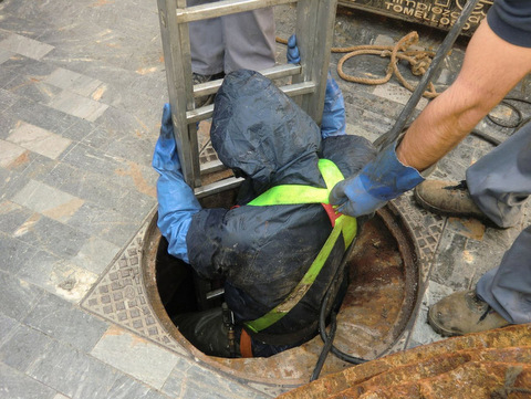 <span style='color:#780948'>ARCHIVED</span> - Rats and roaches targeted in Cartagena sewers