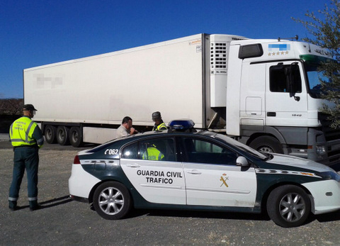 <span style='color:#780948'>ARCHIVED</span> - Drunk lorry driver arrested in Calasparra